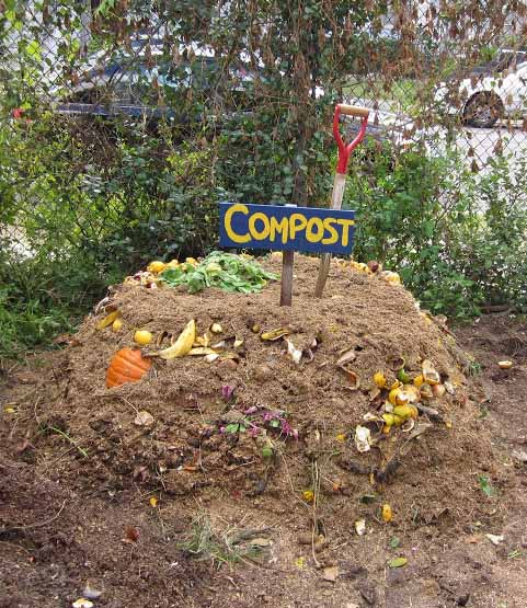 Charmant Unstructured Compost Pile