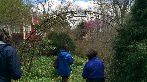 Through the Garden Gate: Such A Fun Way to Learn One of my very favorite garden activities is to appreciate the creativity, work and weed-pulling of OTHER gardeners.